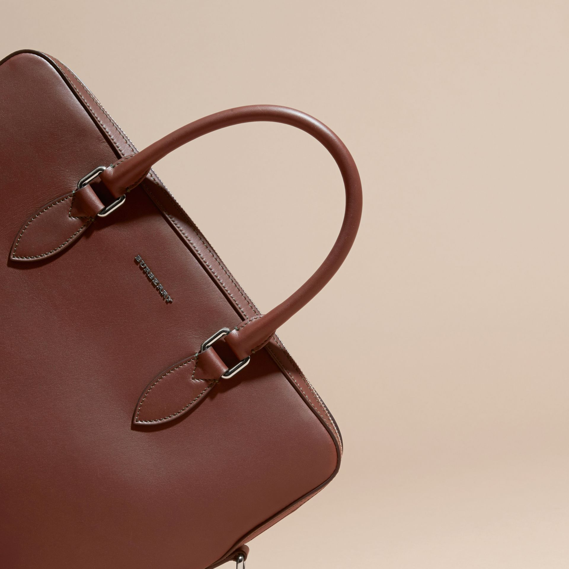 White/sepia brown The Slim Barrow Bag in Smooth Leather - gallery image 2