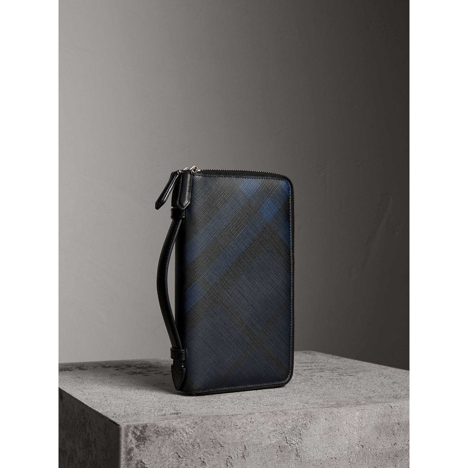 London Check Travel Wallet in Navy/black - Men | Burberry Hong Kong - gallery image 1