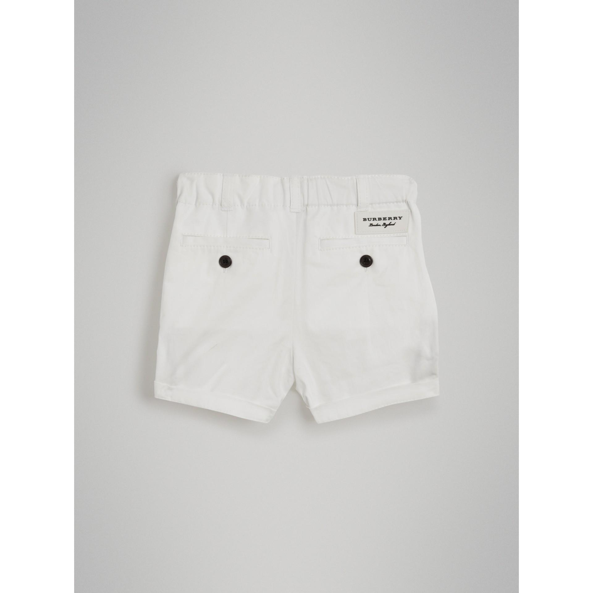 Bermuda chino de sarja de algodão (Branco) | Burberry - galeria de imagens 3