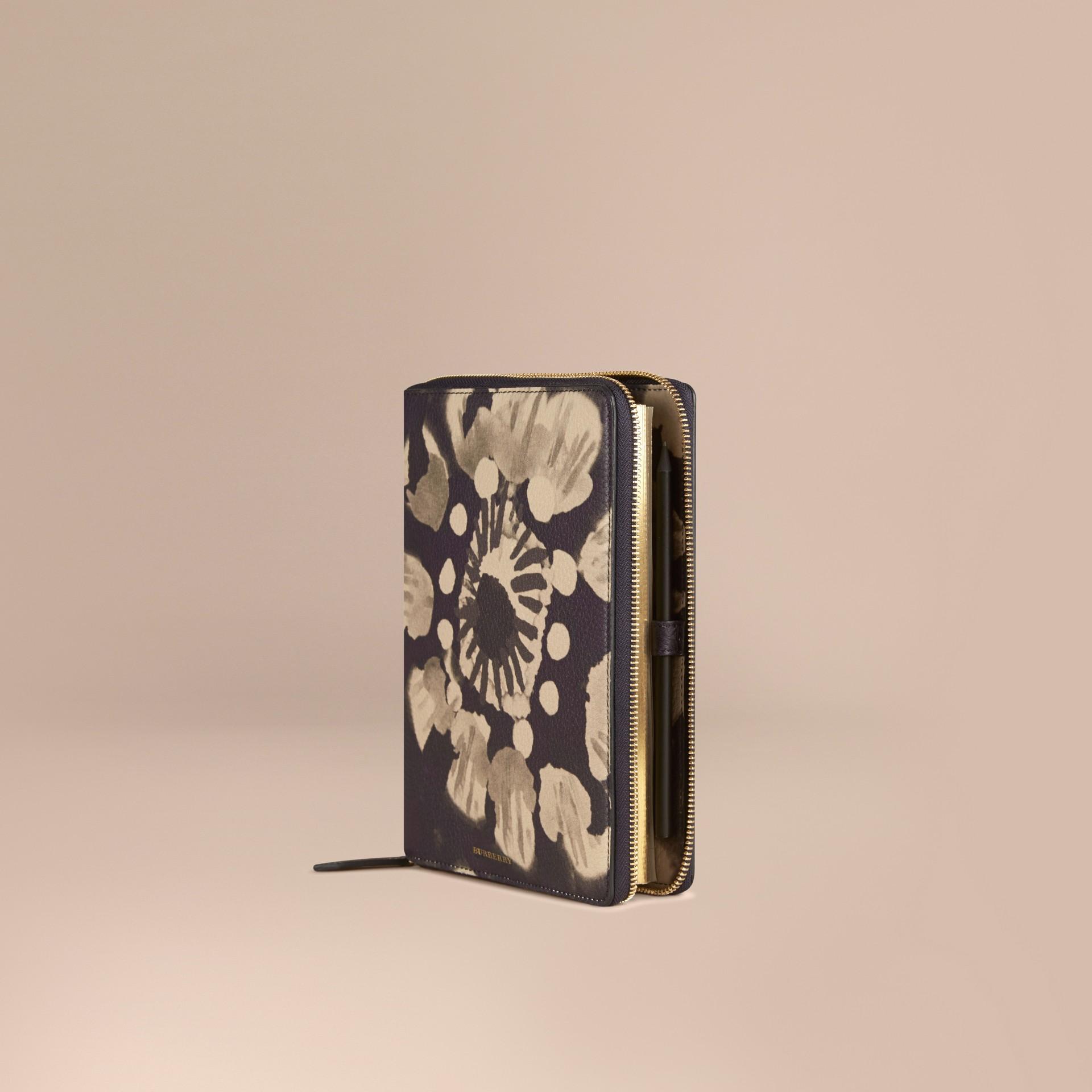 Pietra Taccuino formato A5 in pelle a grana con cerniera su tre lati e stampa tipo tintura a riserva Pietra - immagine della galleria 1