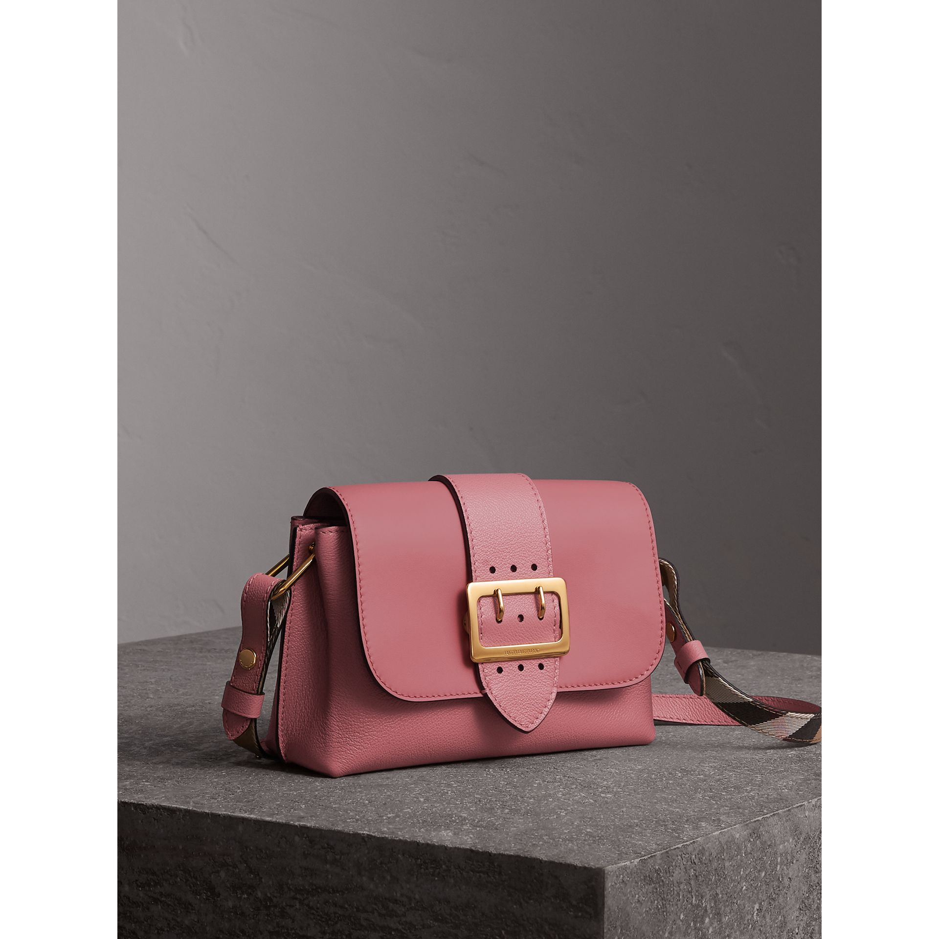 The Buckle Crossbody Bag in Leather in Dusty Pink - Women | Burberry Singapore - gallery image 7