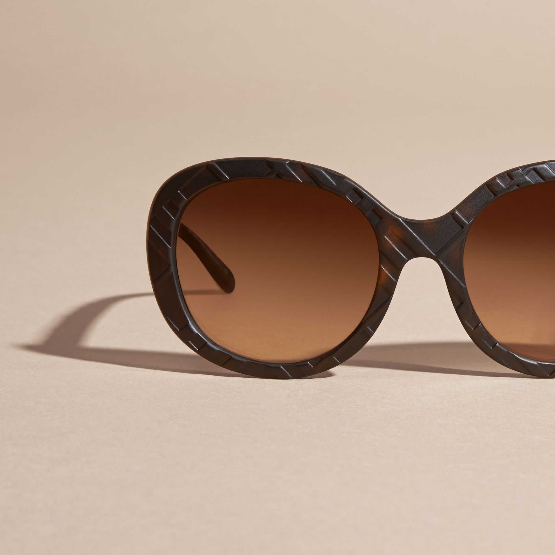 Tortoise shell 3D Check Round Frame Sunglasses Tortoise Shell - gallery image 3