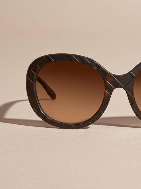 Tortoise shell 3D Check Round Frame Sunglasses Tortoise Shell - cell image 2