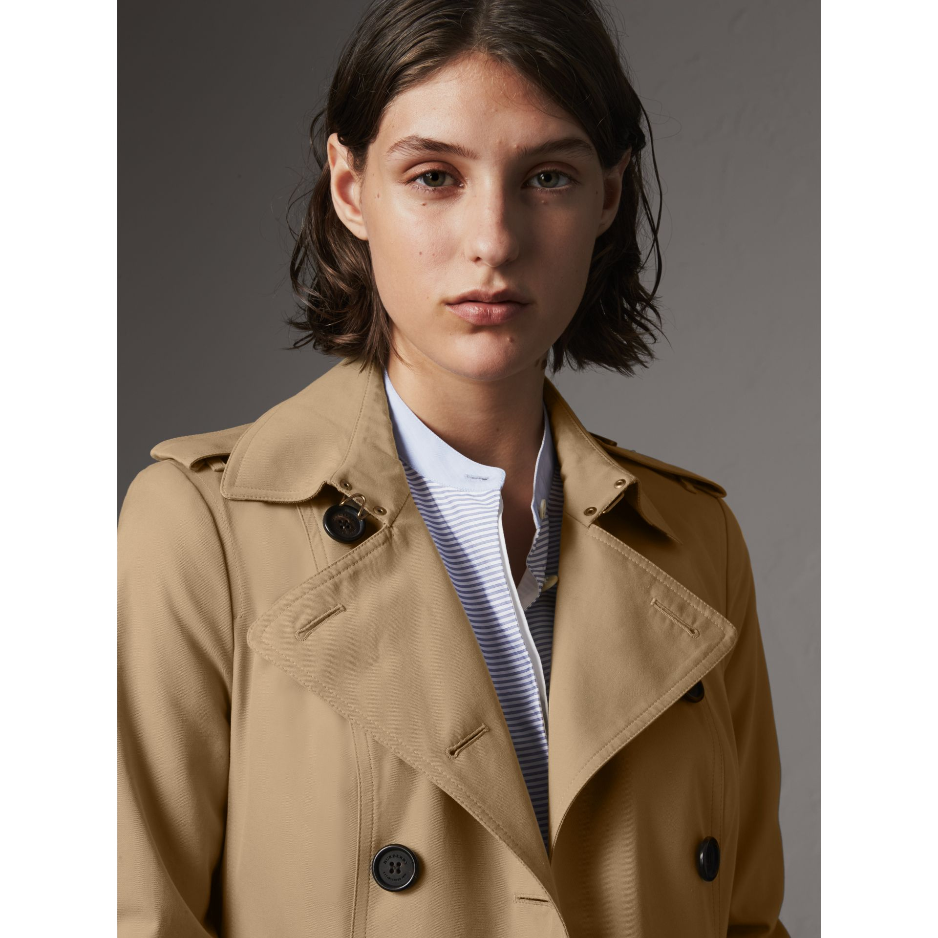 The Sandringham – Long Heritage Trench Coat in Honey - Women | Burberry Singapore - gallery image 6
