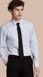 Chemise moderne en popeline de coton à rayures avec poignets mousquetaires