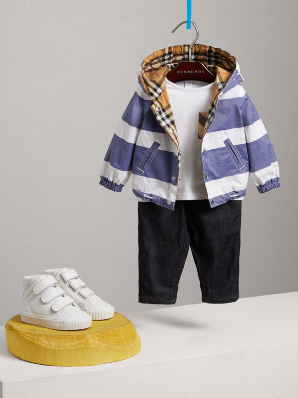 Reversible Stripe and Vintage Check Hooded Jacket in Navy/white - Children | Burberry - cell image 2
