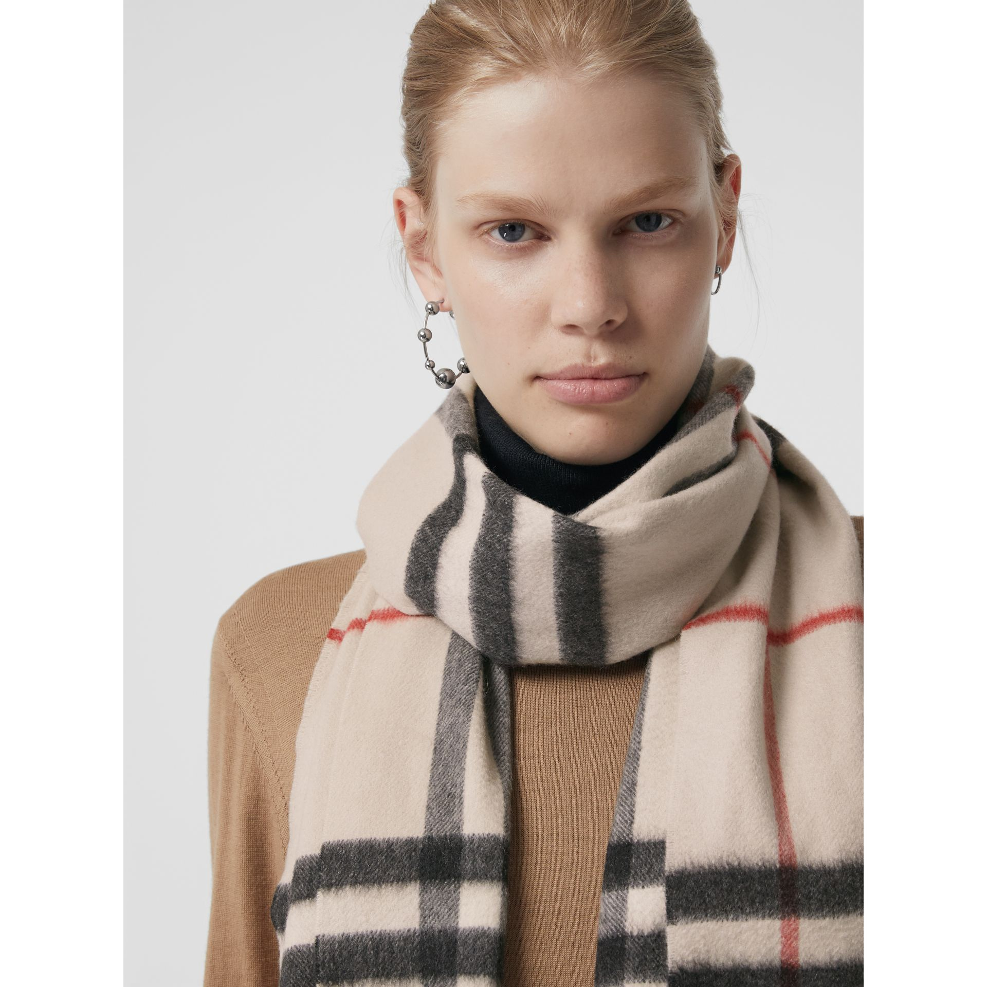 The Classic Cashmere Scarf in Check in White | Burberry Australia - gallery image 5
