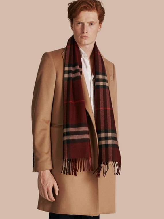 The Classic Check Cashmere Scarf in Claret | Burberry Hong Kong - cell image 3