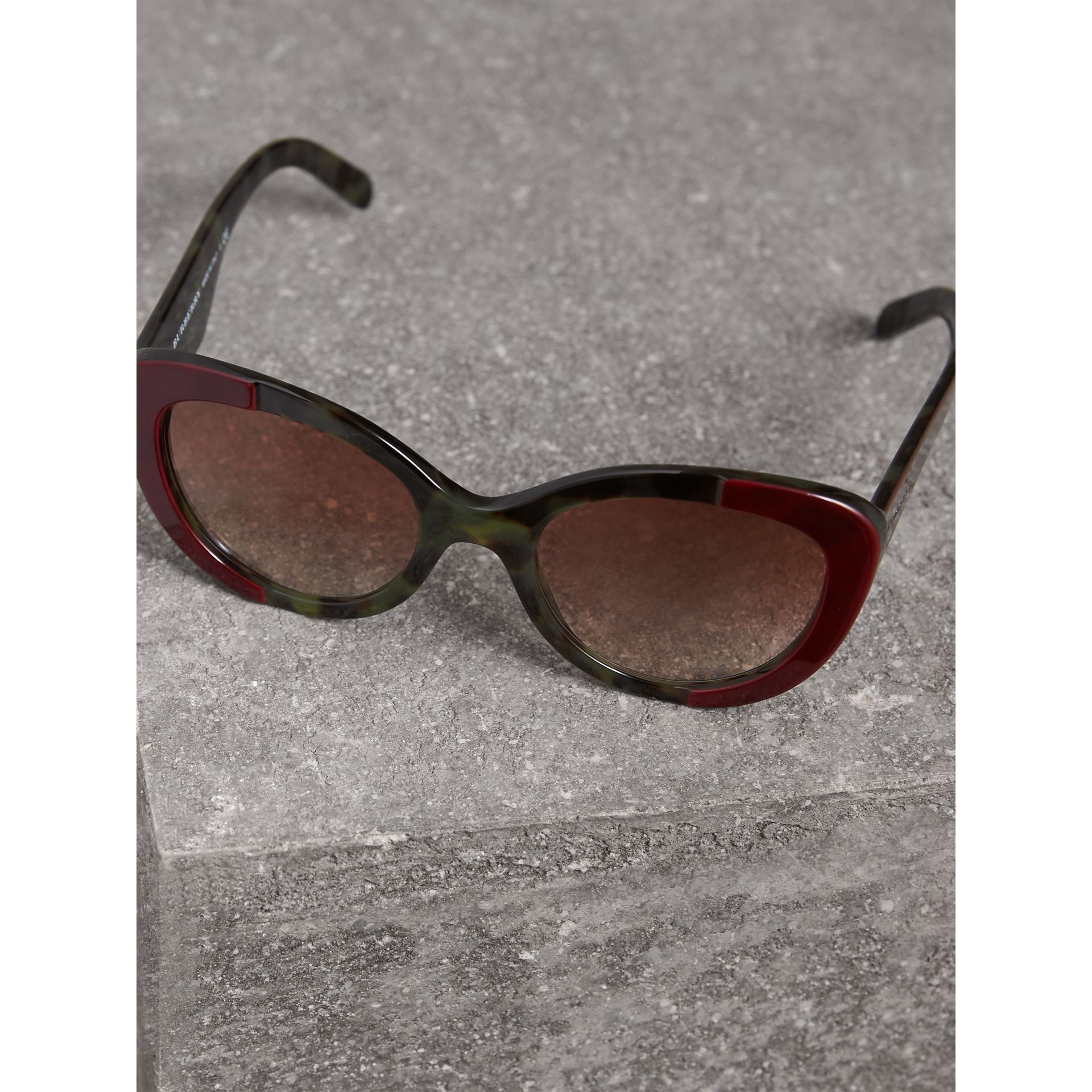Round Frame Sunglasses in Burgundy - Women | Burberry United Kingdom - gallery image 2