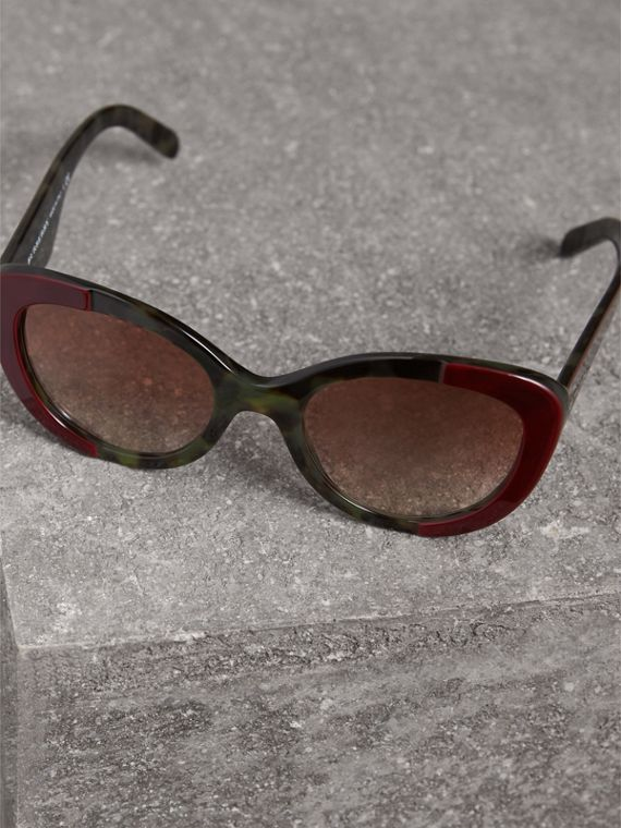 Round Frame Sunglasses in Burgundy - Women | Burberry Australia - cell image 2