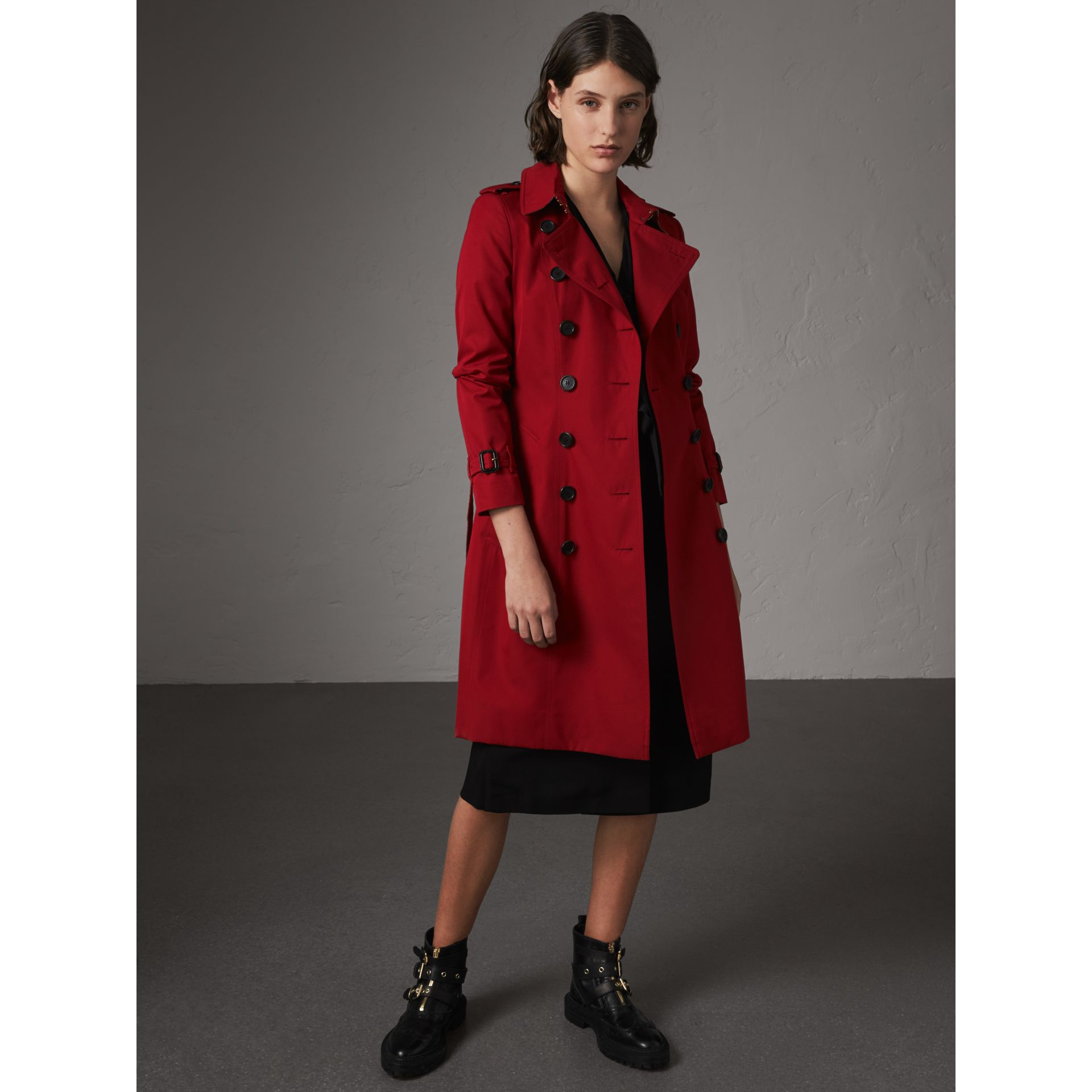 The Chelsea – Long Heritage Trench Coat in Parade Red - Women | Burberry - gallery image 1