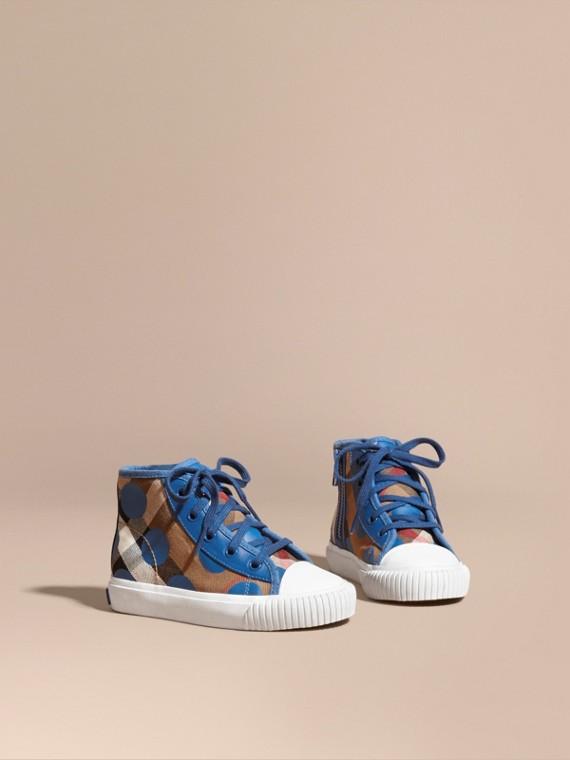 Zapatillas deportivas de botín con detalles en piel y motivo de checks y lunares Azul Altramuz