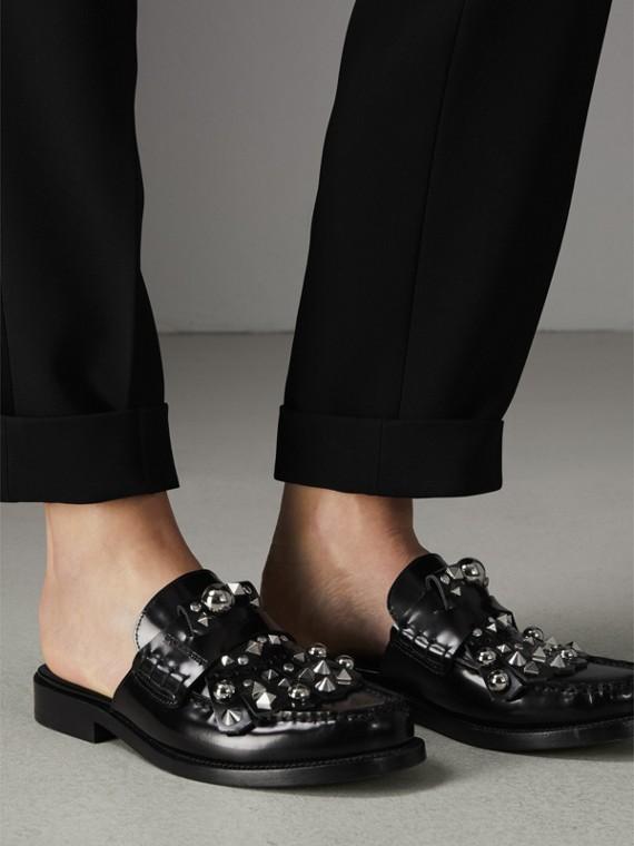 Mocasines destalonados en charol con flecos y tachuelas (Negro) - Mujer | Burberry - cell image 2