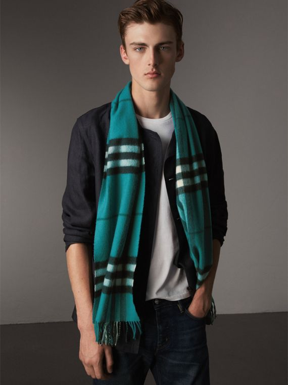 The Classic Cashmere Scarf in Check in Dark Aqua | Burberry - cell image 3
