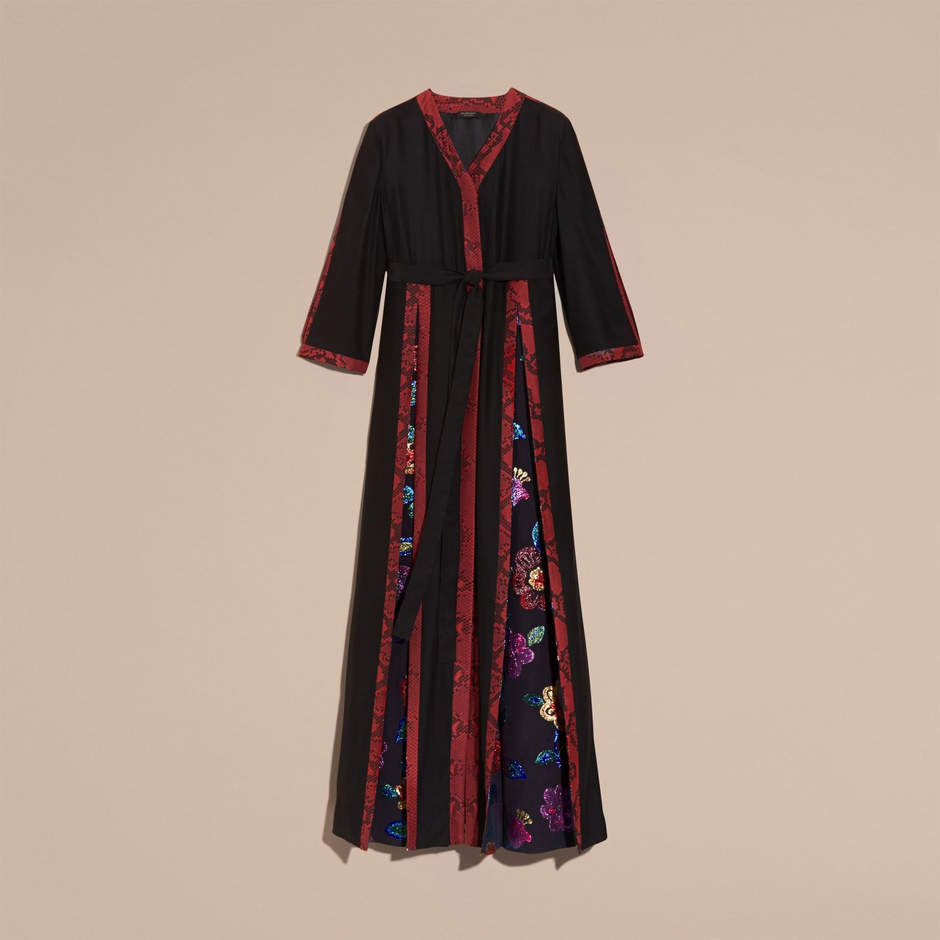 Preto Vestido envelope longo de seda com detalhes em fil coupé floral - galeria de imagens 4