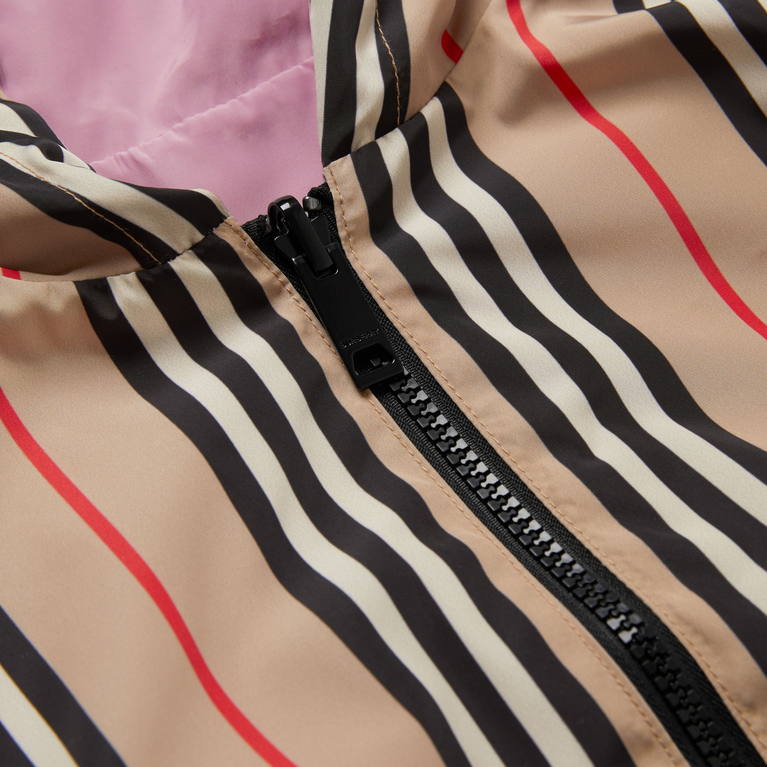 Reversible Icon Stripe Hooded Jacket in Pale Mauve | Burberry - 2