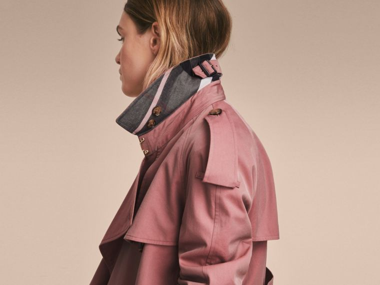 Trench coat in gabardine tropicale (Rosa Antico) - Donna | Burberry - cell image 4