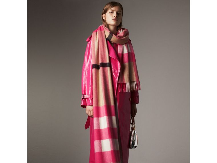 Oversize Check Cashmere Scarf in Bright Peony | Burberry - cell image 2