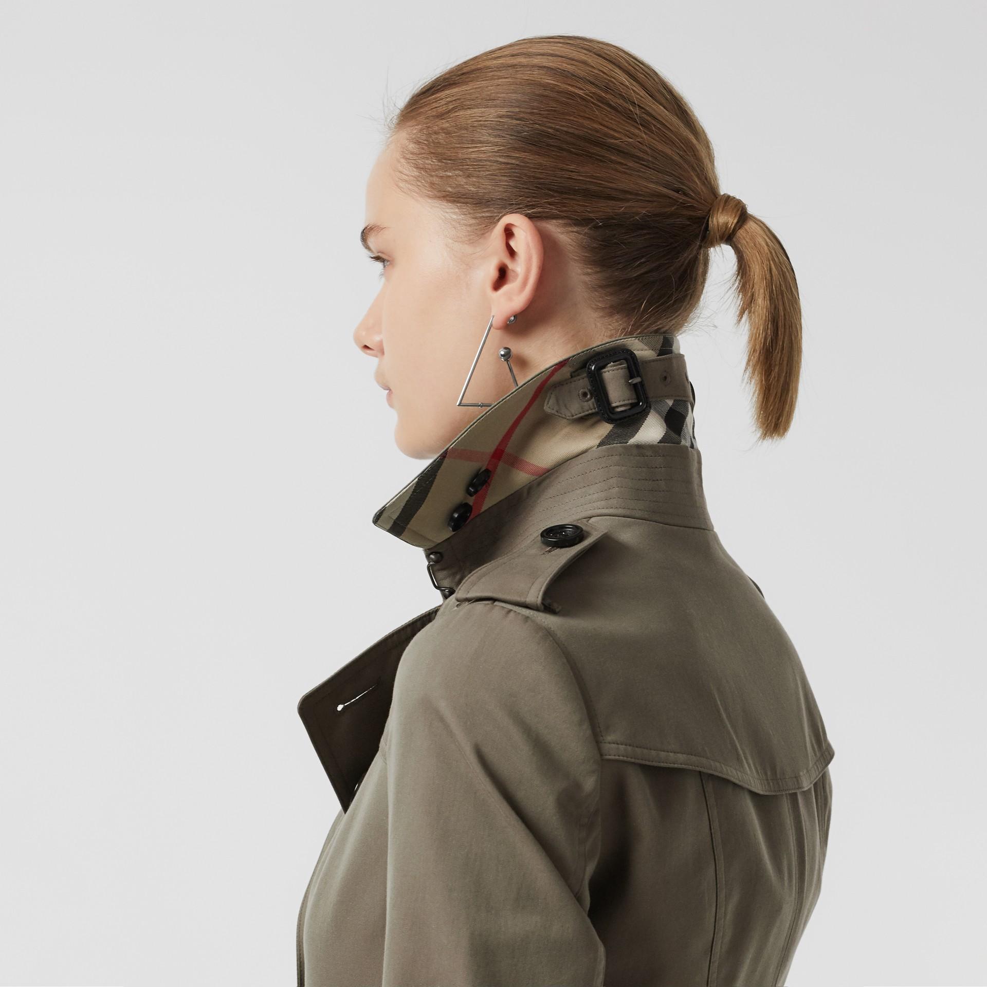 Тренч Sandringham из габардина (Зеленый Мел) - Для женщин | Burberry - изображение 5