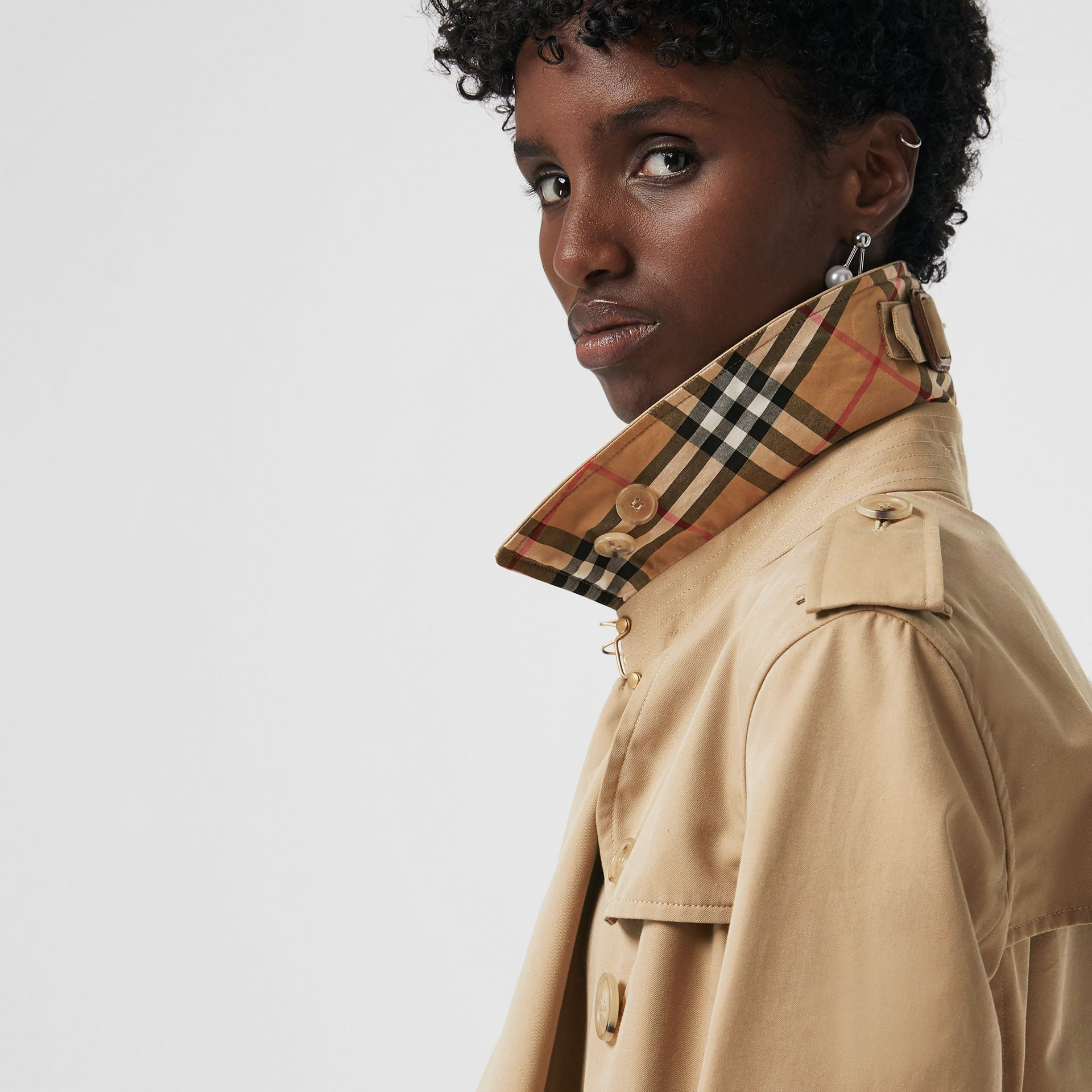 The Long Kensington Heritage Trench Coat in Honey - Women | Burberry - gallery image 4