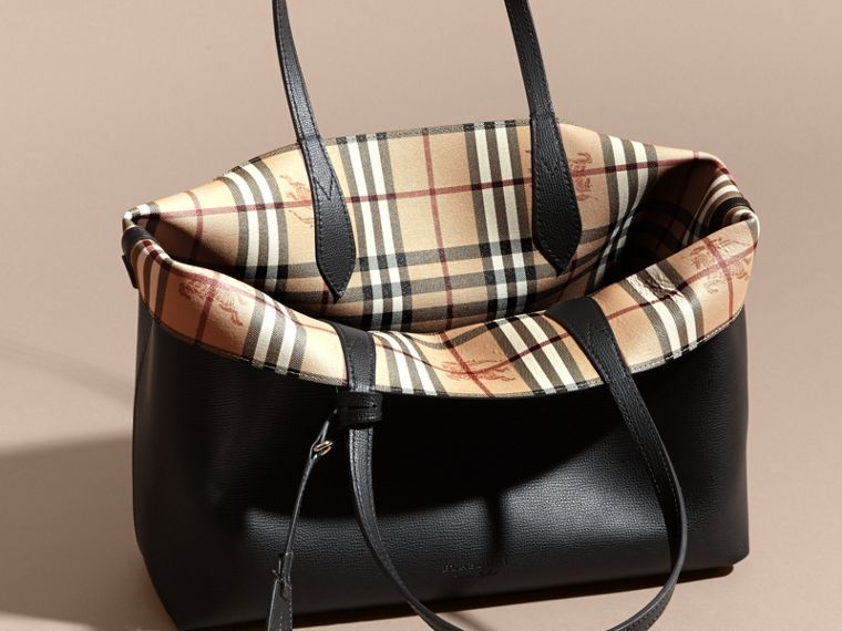 The Medium Reversible Tote in Haymarket Check and Leather in Black - Women | Burberry - cell image 4