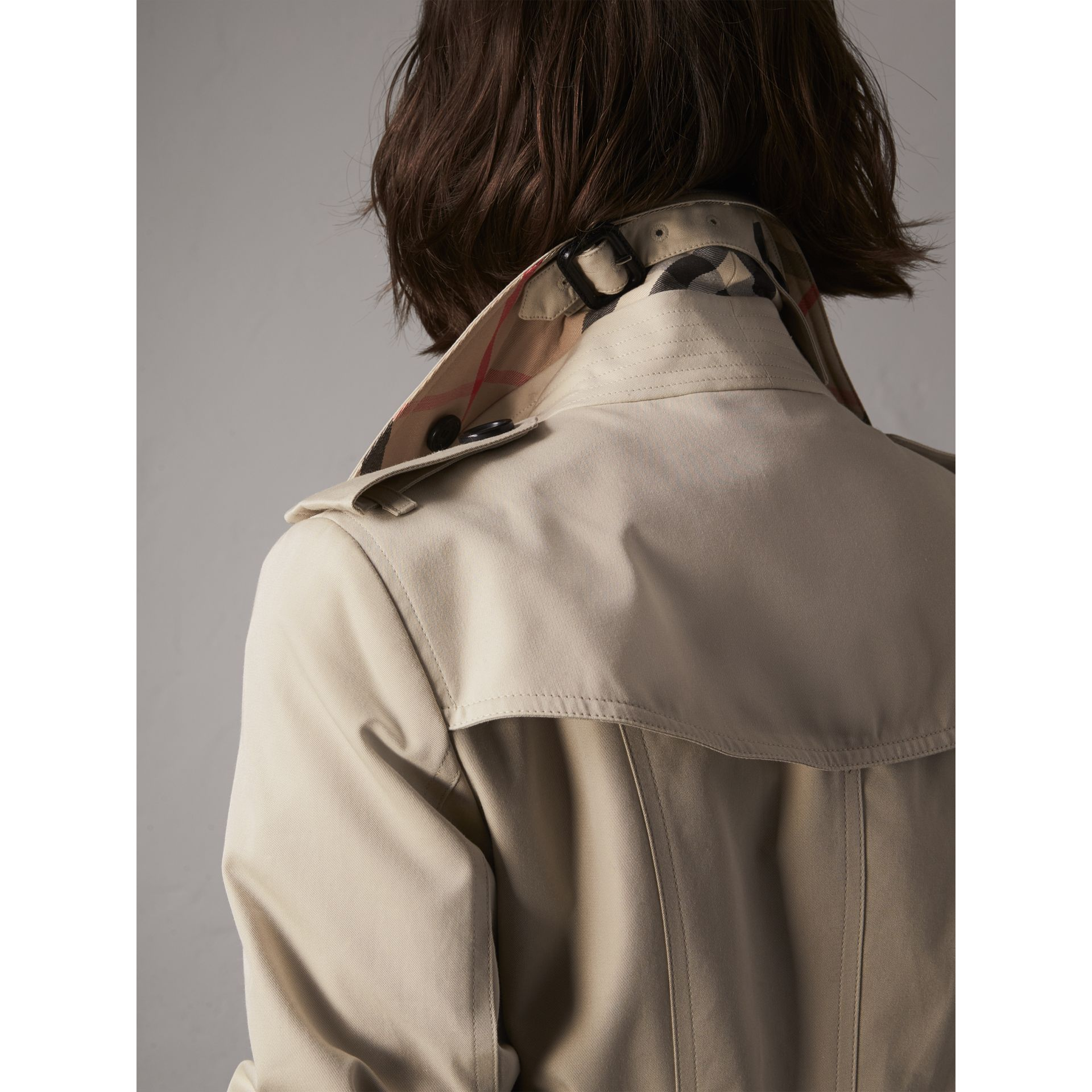 The Sandringham – Extra-long Heritage Trench Coat in Stone - Women | Burberry - gallery image 2