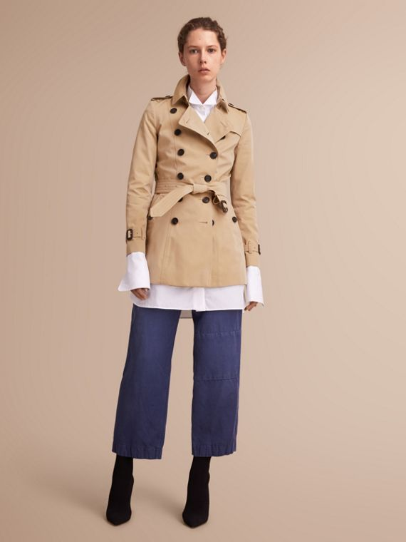 The Chelsea – Short Heritage Trench Coat in Honey - Women | Burberry