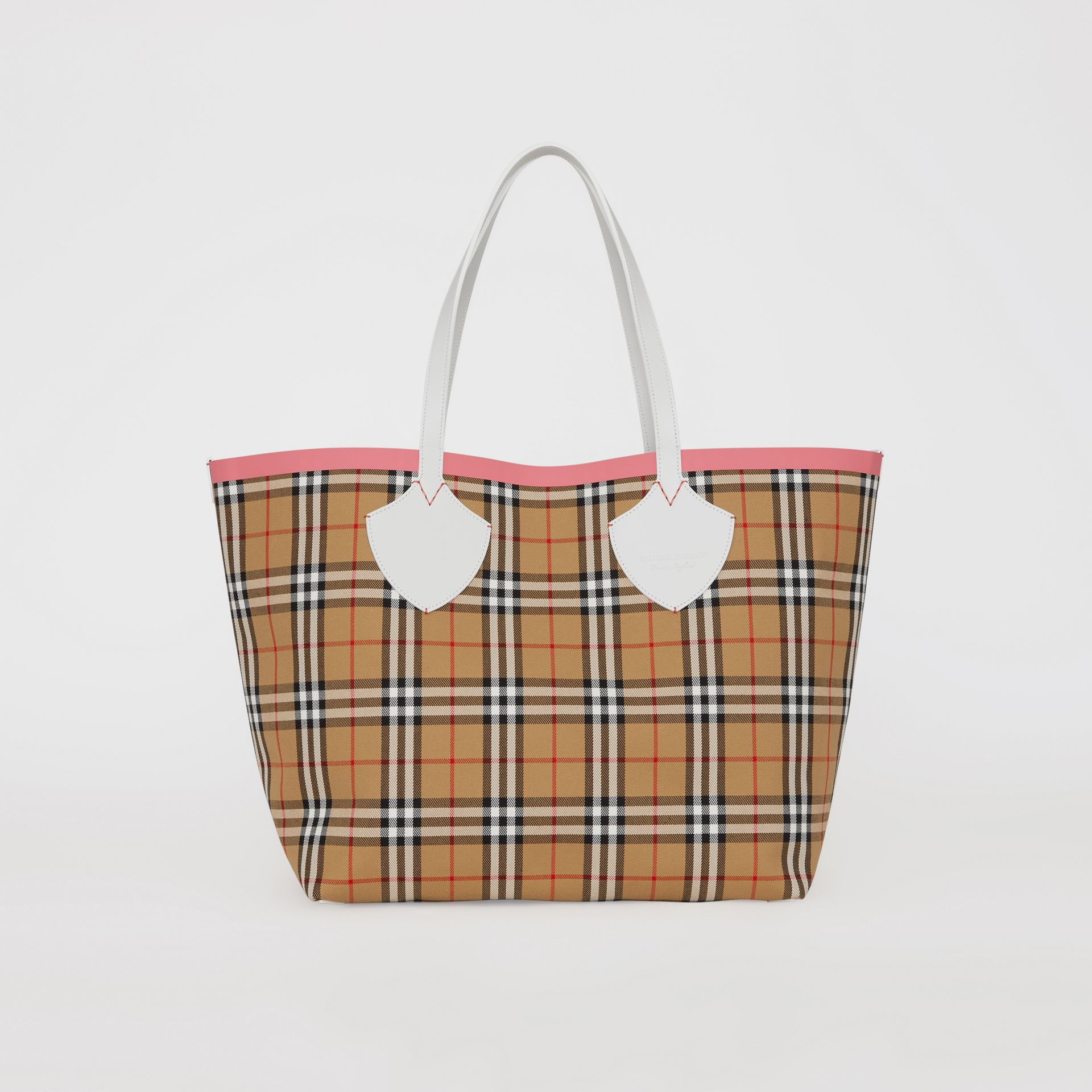 The Giant Reversible Tote in Vintage Check in Chalk White/bright Coral Pink - Women | Burberry - gallery image 0