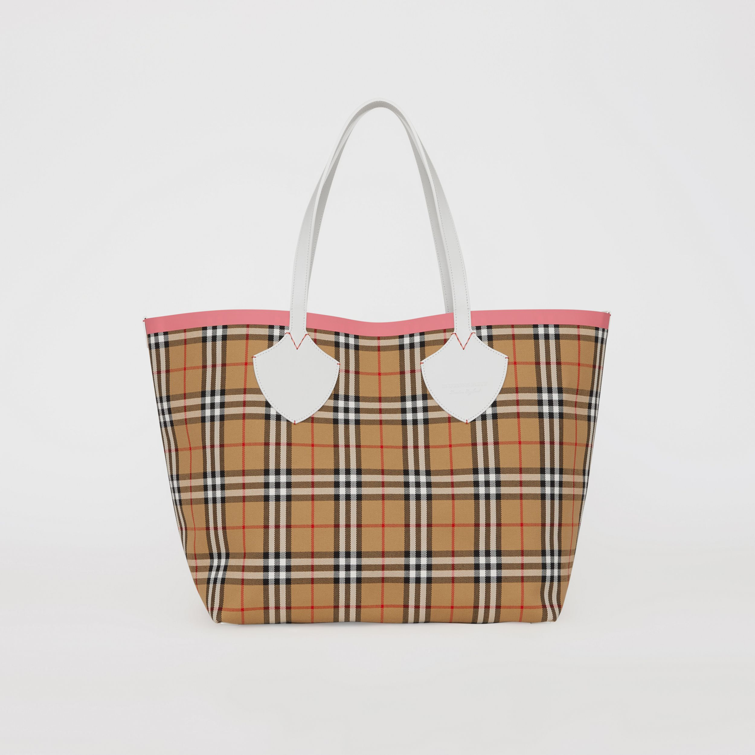 The Giant Reversible Tote in Vintage Check in Chalk White/bright Coral Pink - Women | Burberry - 1