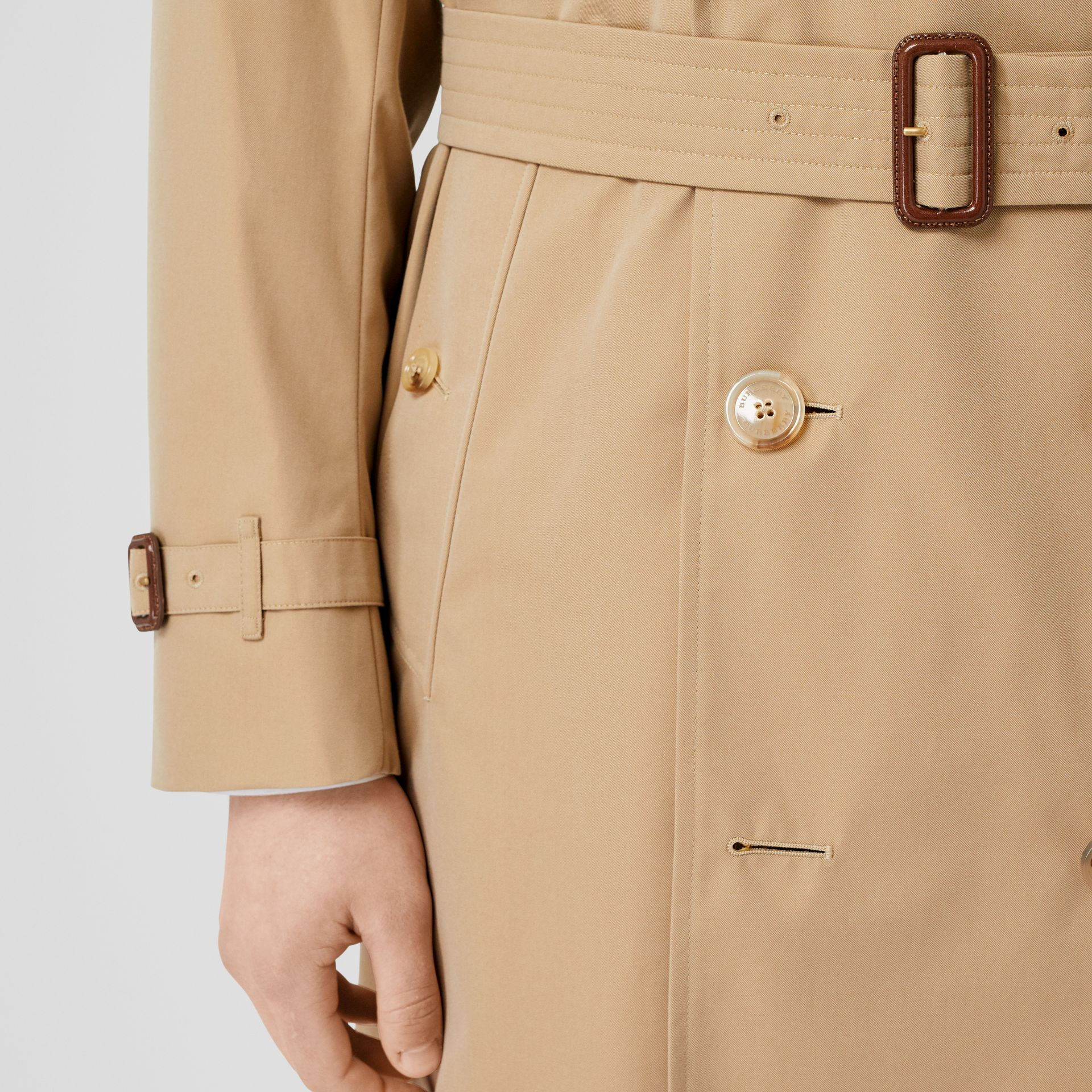 The Long Kensington Heritage Trench Coat in Honey - Men | Burberry Hong Kong S.A.R - gallery image 4
