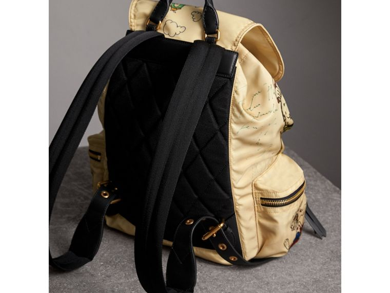 Grand sac The Rucksack en nylon avec imprimés dessinés (Miel) | Burberry - cell image 4