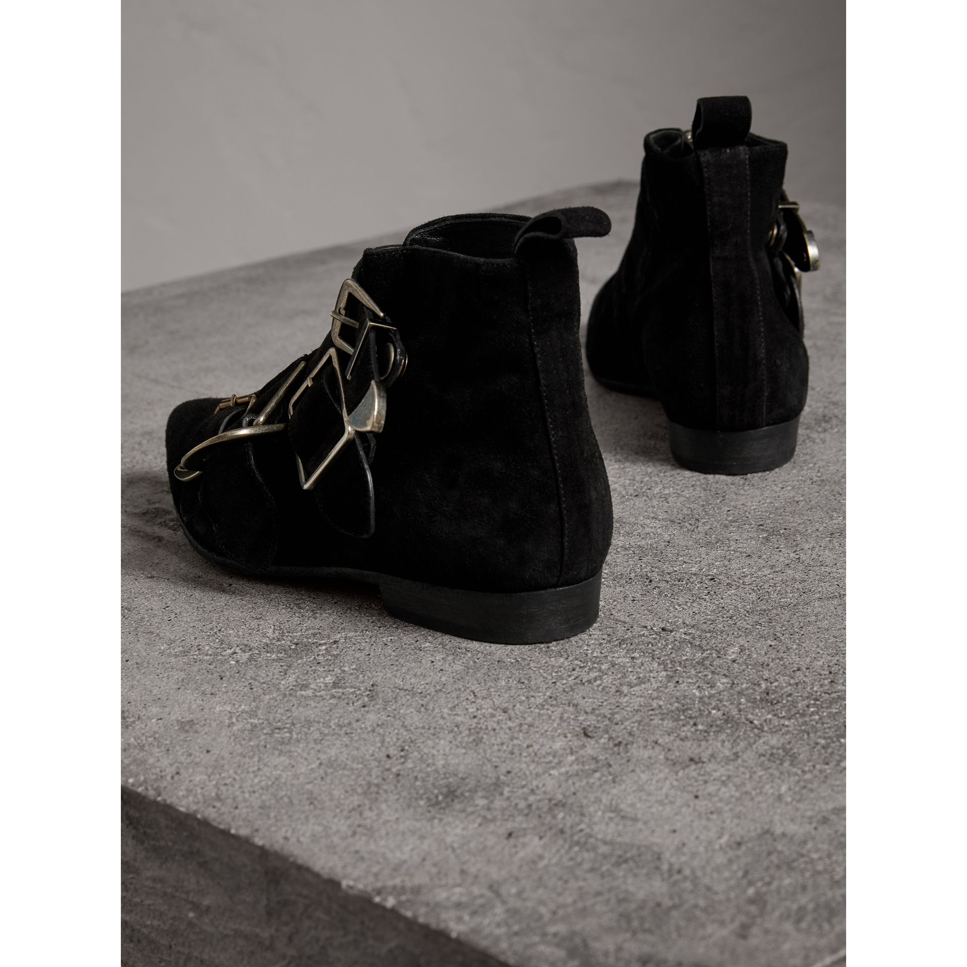 Bottines en cuir velours avec boucles (Noir) - Femme | Burberry Canada - photo de la galerie 2