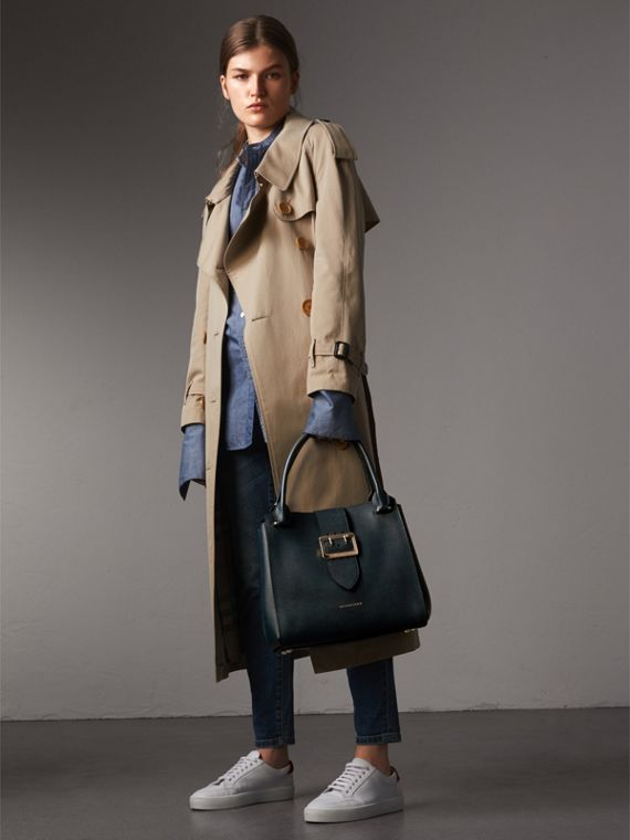 The Medium Buckle Tote in Grainy Leather in Blue Carbon - Women | Burberry United Kingdom - cell image 2