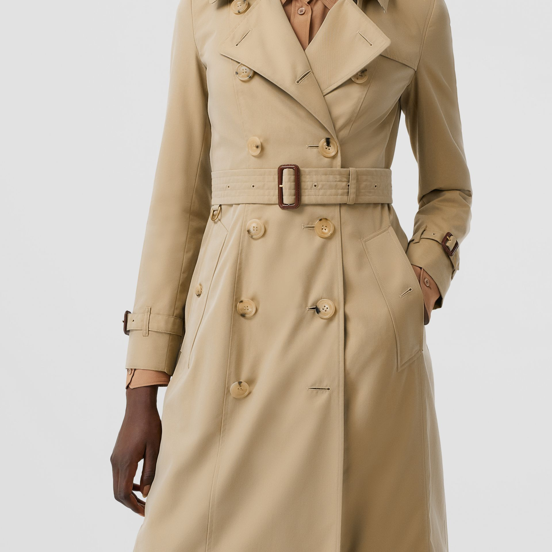 The Long Chelsea Heritage Trench Coat in Honey | Burberry - gallery image 5