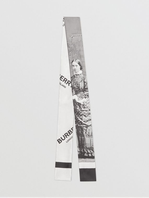 Skinny scarf de seda com estampa de retrato vitoriano (Cinza)