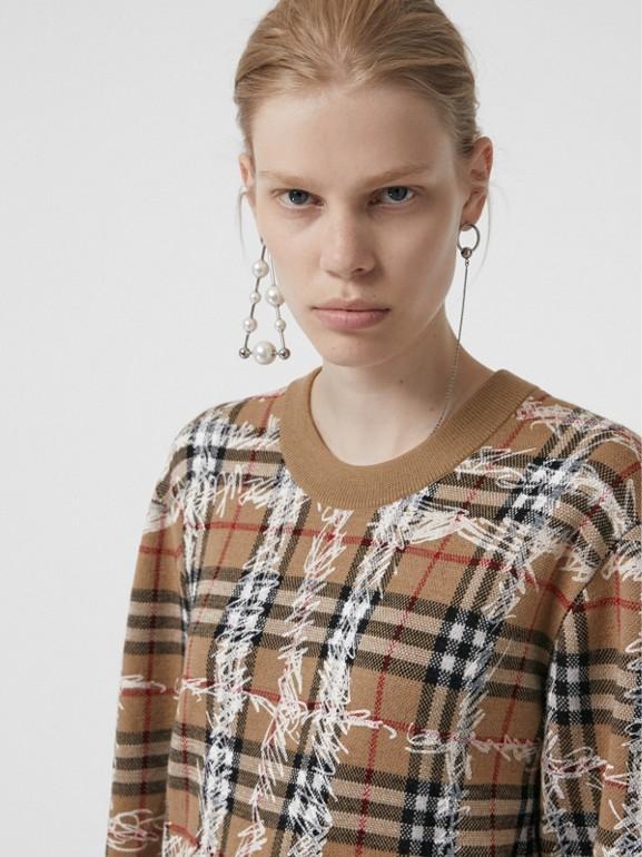 Pull en laine mérinos à motif check griffonné (Camel/blanc) - Femme | Burberry Canada - cell image 1