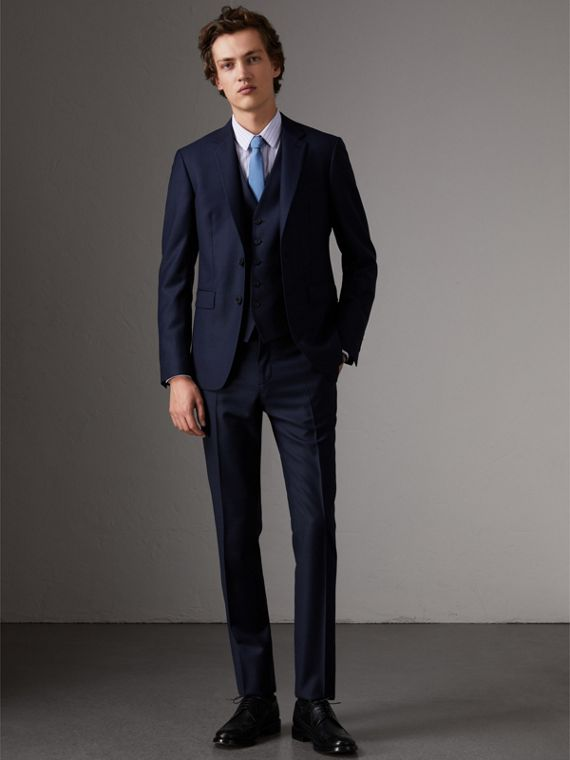 Slim Fit Travel Tailoring Three-piece Wool Suit in Navy