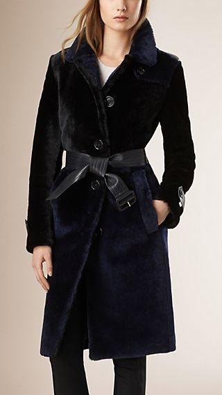 Trench-coat color-block en shearling à poil ras