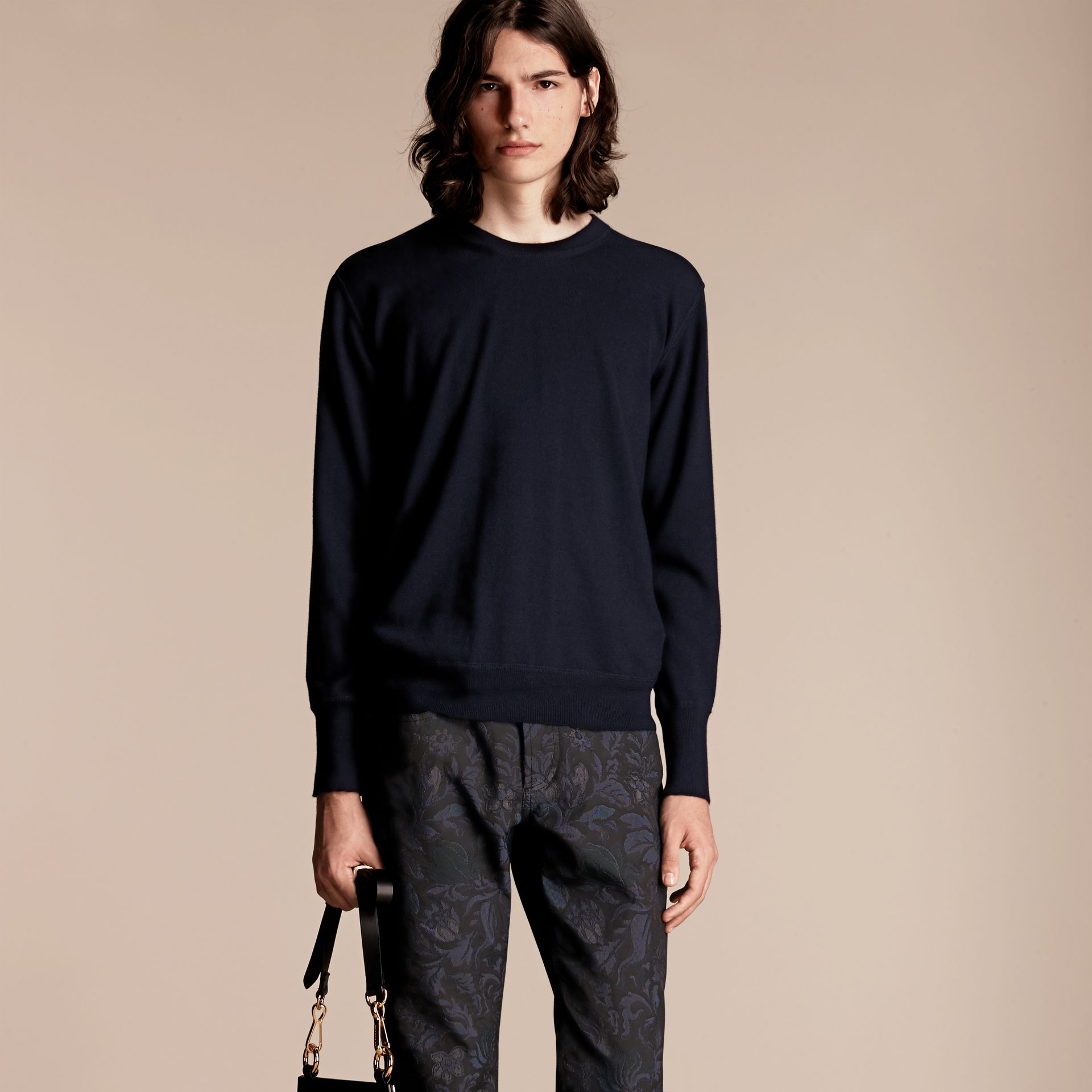 Crew Neck Cashmere Sweater in Navy - gallery image 6
