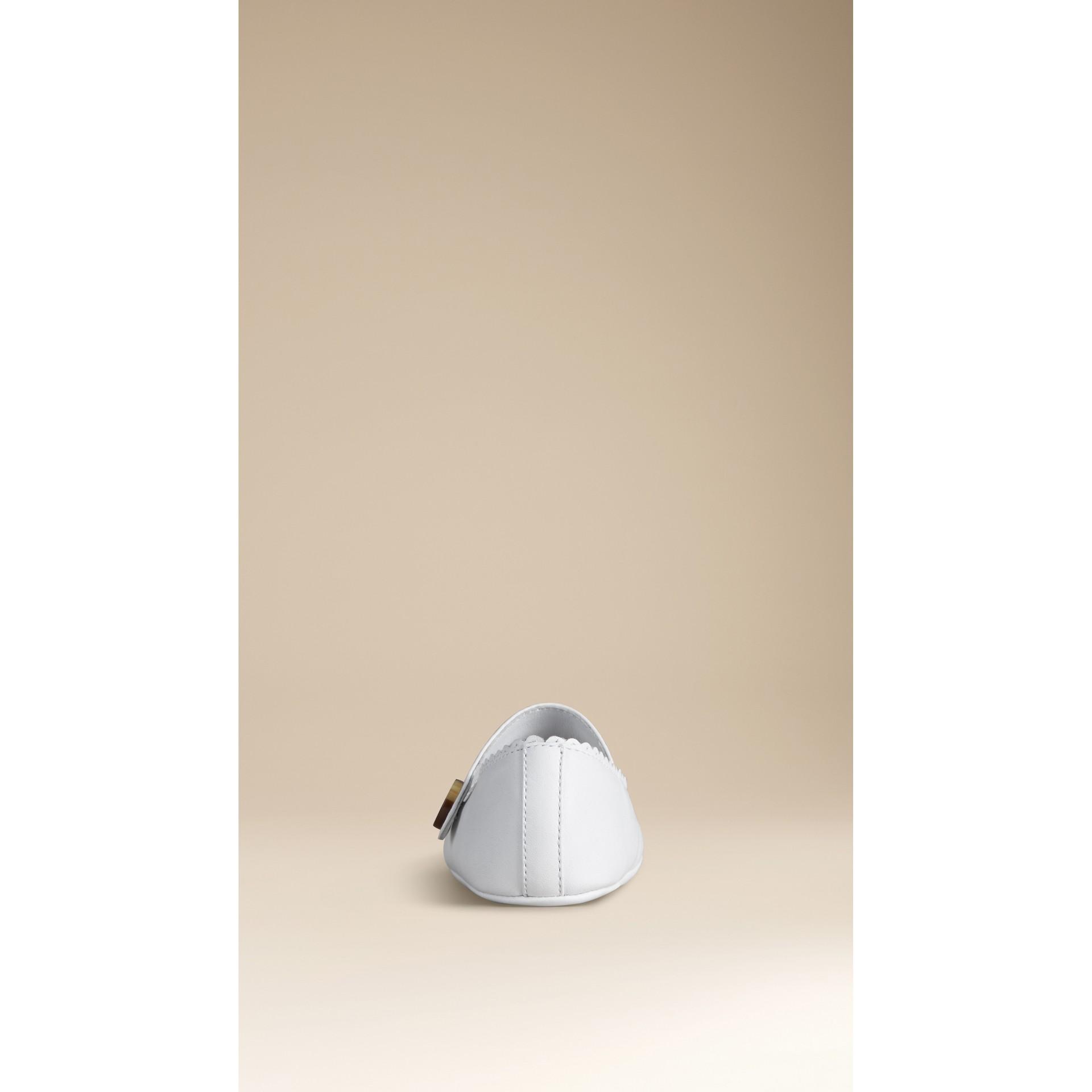Кожаные пинетки с отделкой фестонами | Burberry - изображение 3