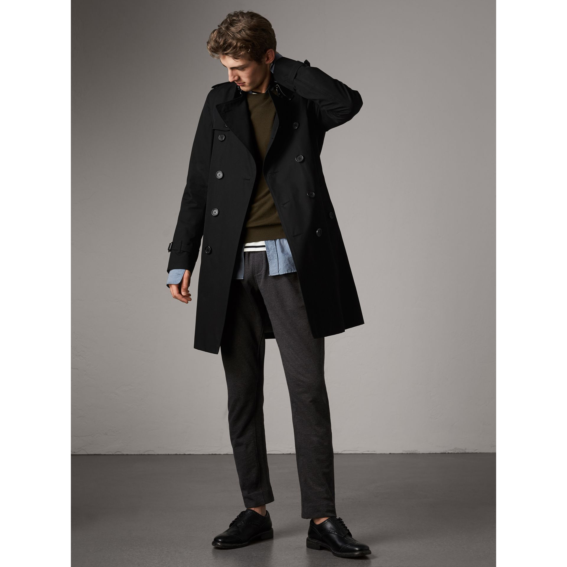 The Kensington – Long Trench Coat in Black - Men | Burberry - gallery image 1
