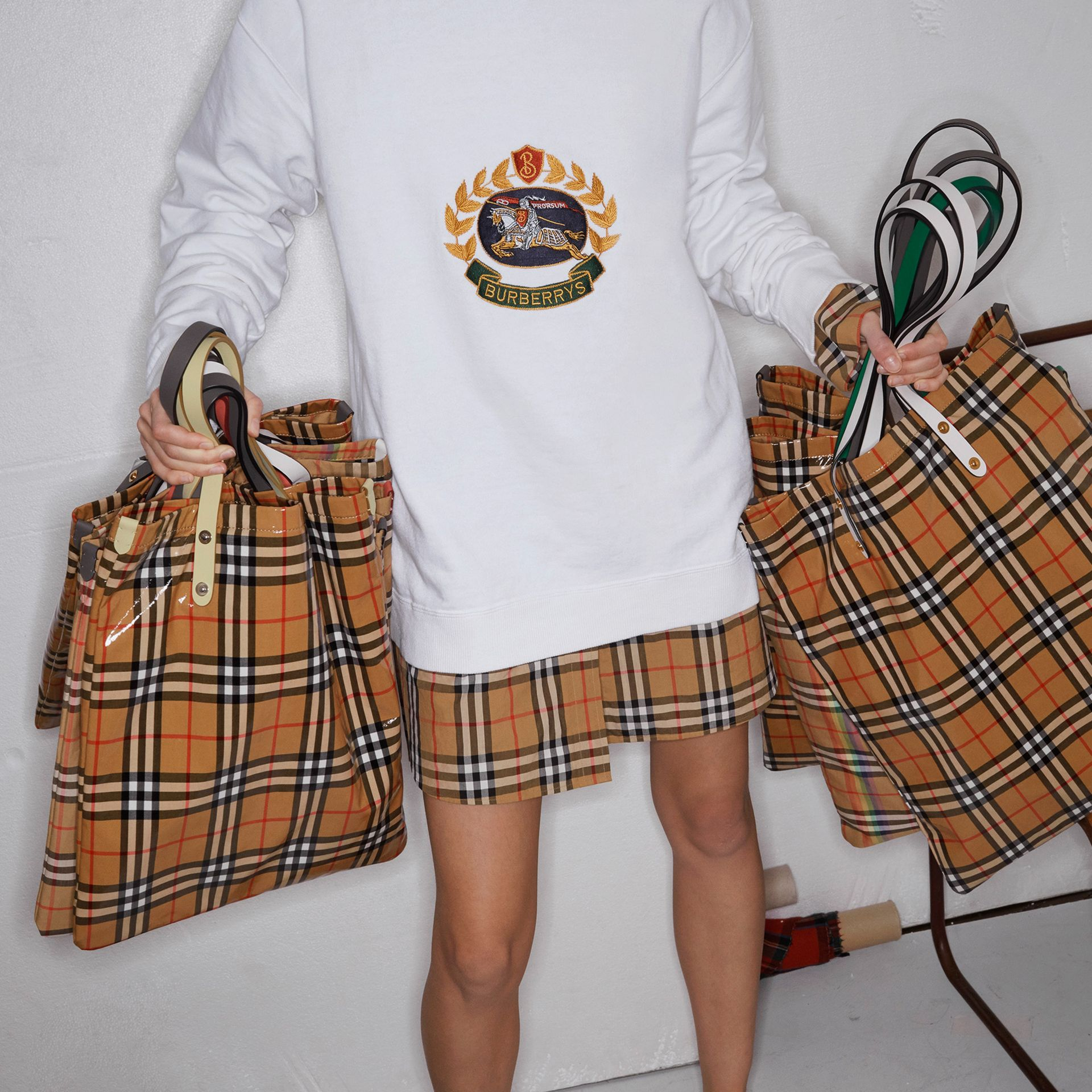 Rainbow Vintage Check Medium Shopper in Natural | Burberry - gallery image 4