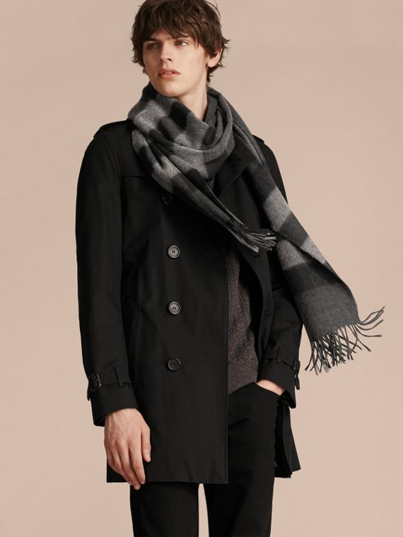 The Large Classic Cashmere Scarf in Check in Charcoal | Burberry Australia - cell image 3