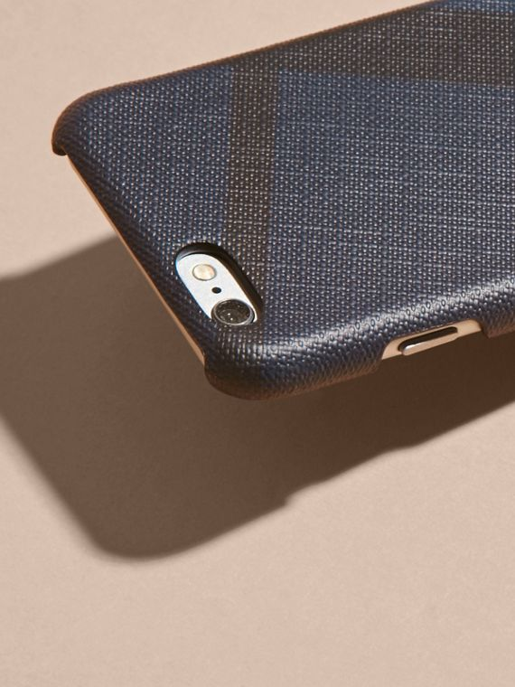 Custodia per iPhone 7 con motivo London check (Navy/nero) | Burberry - cell image 2