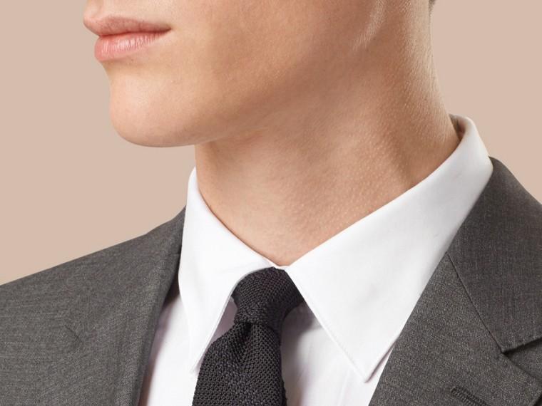 Dunkelgrau meliert Körperbetonter Anzug aus Wolle und Seide Dunkelgrau Meliert - cell image 1