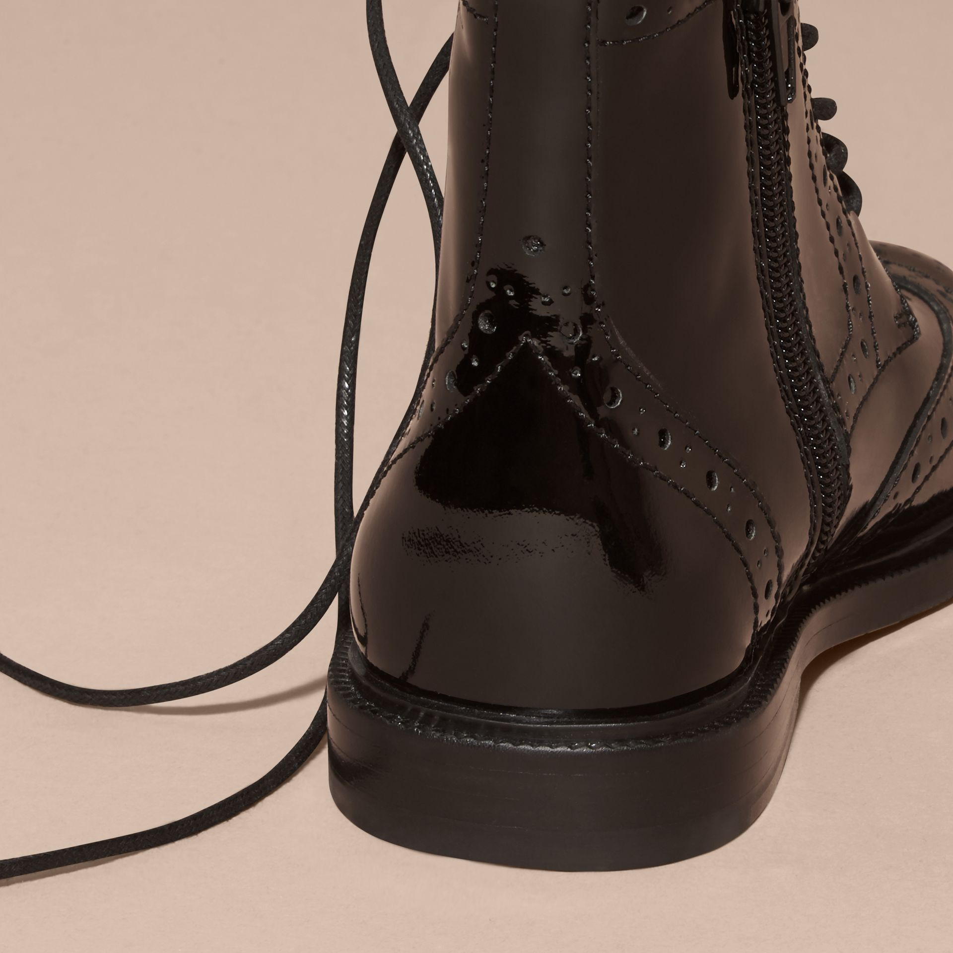 Noir Bottines Richelieu à lacets en cuir verni - photo de la galerie 4