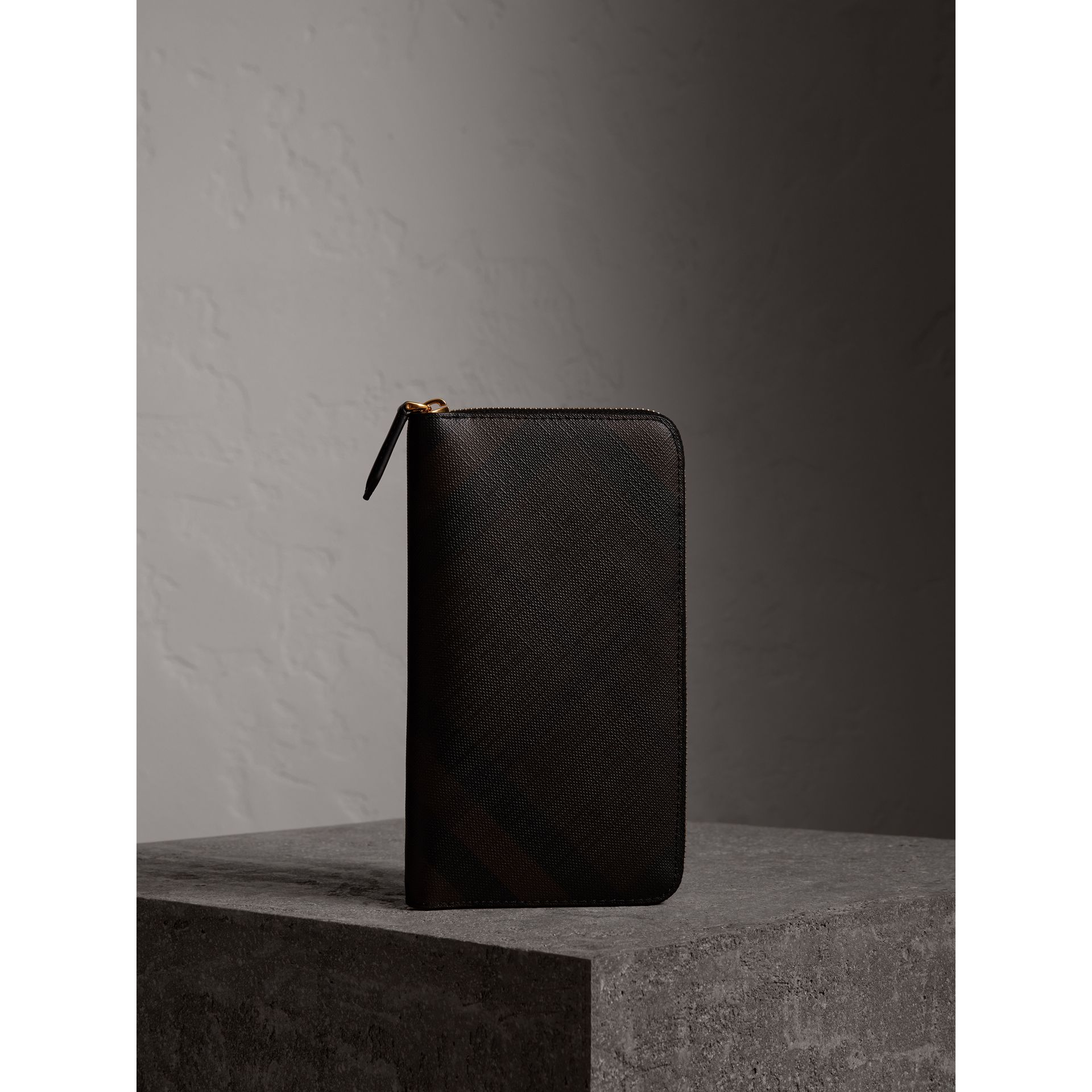 London Check Ziparound Wallet in Chocolate/black - Men | Burberry - gallery image 5