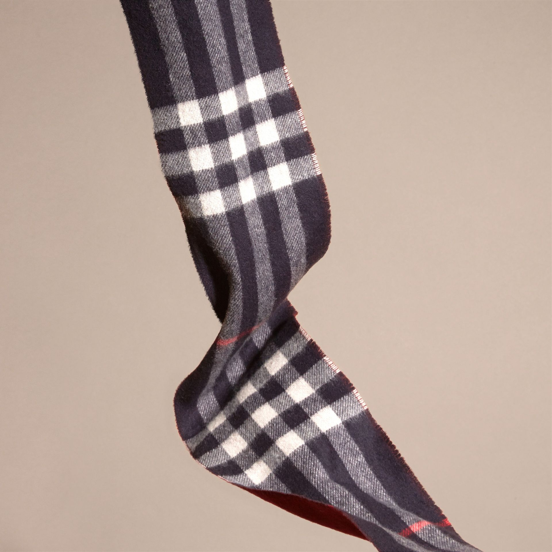 Navy/claret The Slim Reversible Cashmere Scarf in Check Navy/claret - gallery image 4