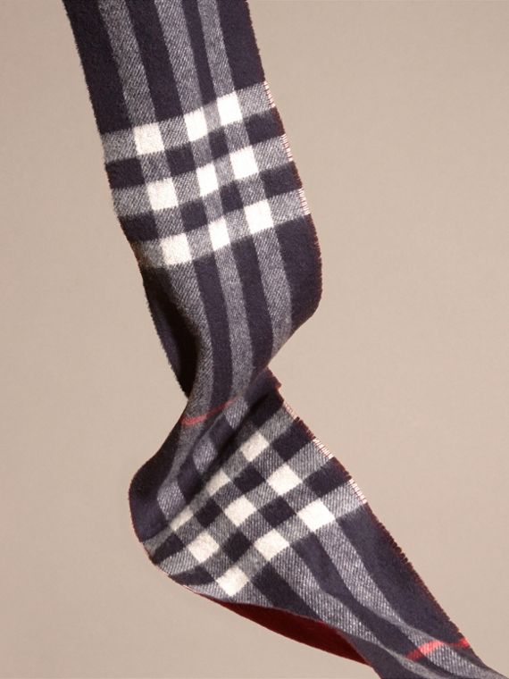 Navy/claret The Slim Reversible Cashmere Scarf in Check Navy/claret - cell image 3