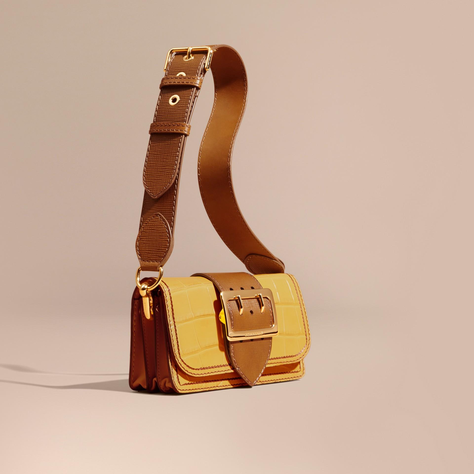 The Small Buckle Bag aus Alligatorleder und Leder (Zitronengelb/hellbraun) - Damen   Burberry - Galerie-Bild 9